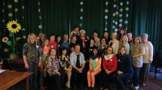 Īrijas skolotājas Bradfordas skolotāju konferencē, kopā ar viesiem no Latvijas, Latviešu valodas aģentūras darbiniecēm un PBLA pārstāvi, Antu Spundi. Foto: baltic-ireland.ie